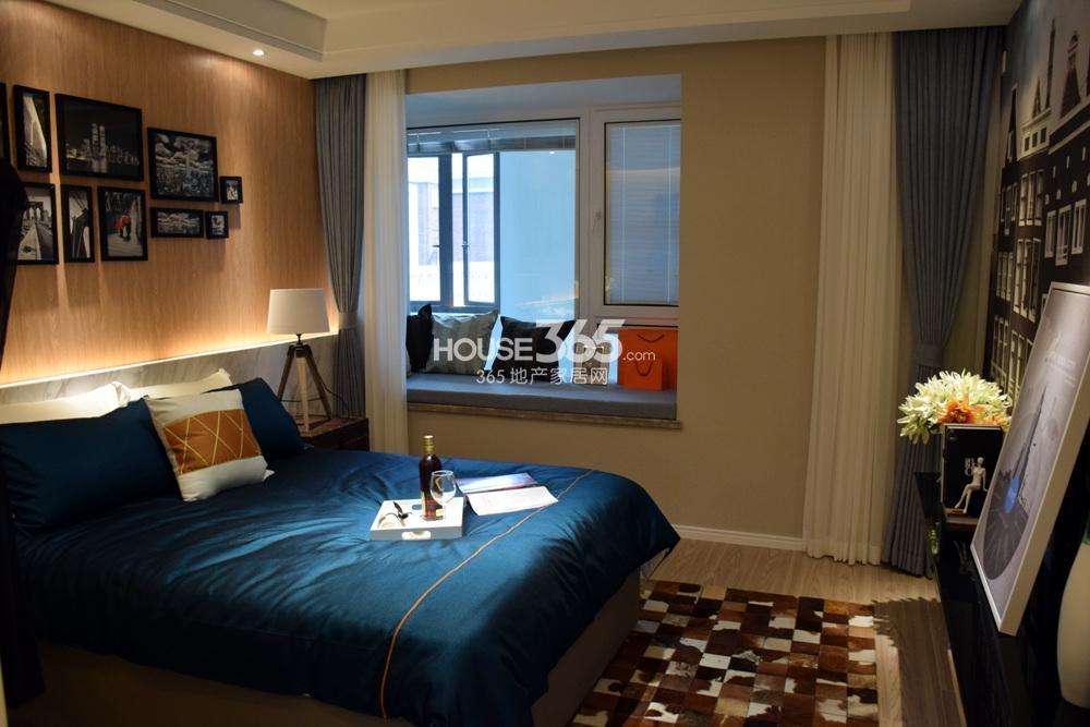 银亿东城B1户型样板间——卧室