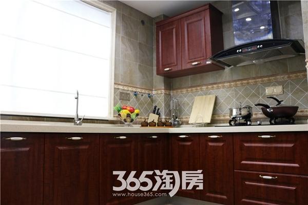 东方蓝海124平房源样板间-厨房