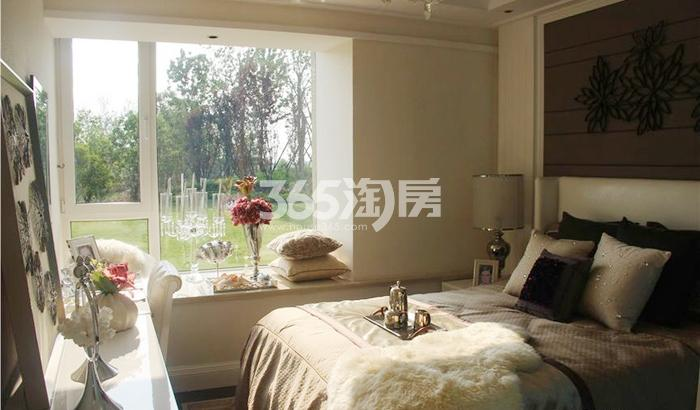 雅居乐湖居笔记87㎡样板房卧室
