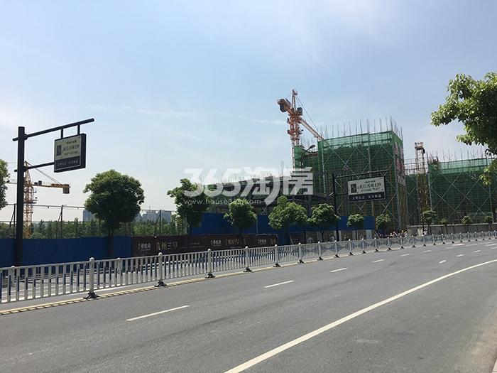 2017年6月初远拍融信公馆ARC施工现场
