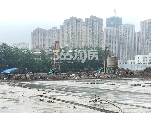 富力运河十号工地实景图(2017.7 摄)